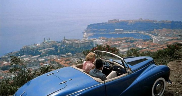 """Grace Keely er Cary Grant dans la Sunbeam Alpine de """"La main au collet"""""""