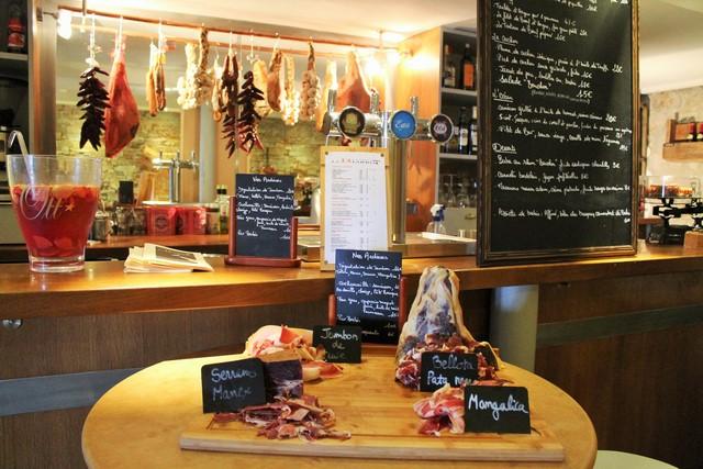 La sélection de jambons du Bouchon Biarrot (© Yannick Revel)