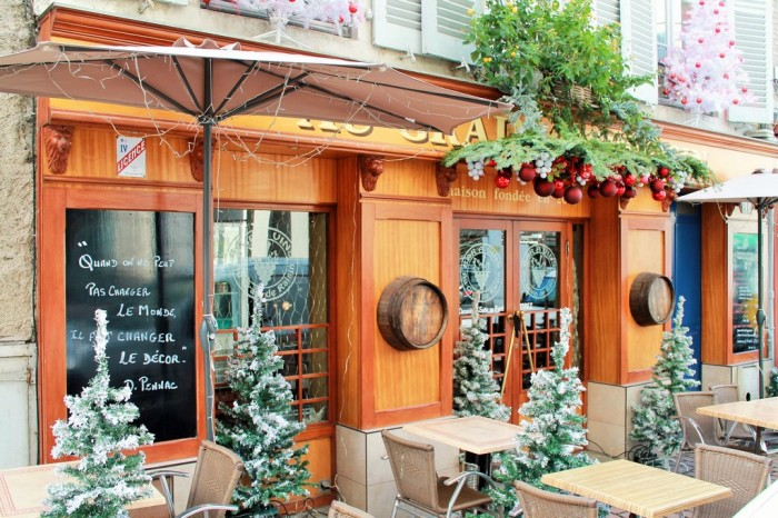 Façade de saison Au Grain de Raisin, 11 rue Sully (© Yannick Revel)